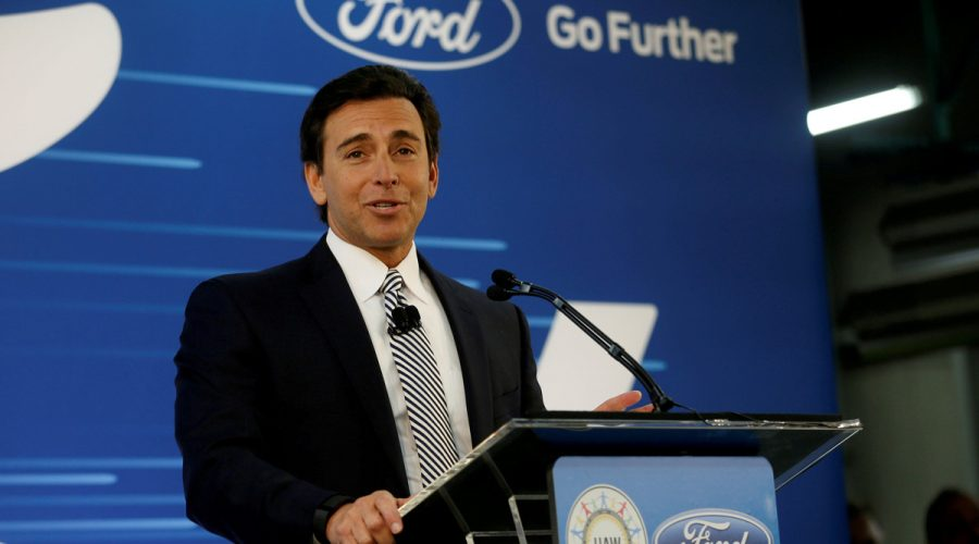 Ford destituye a su CEO Mark Fields